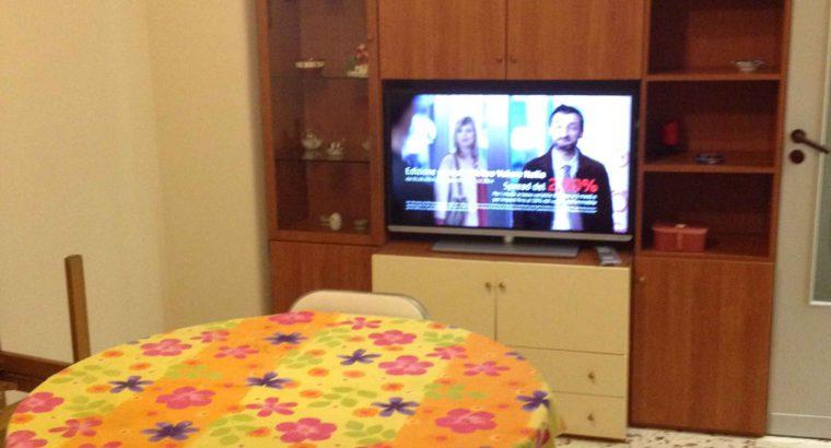 Zona Borgo (EtnMonserrato) locasi 2 stanze singole