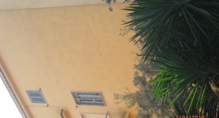 Pigneto-Villini grande camera singola arredata.