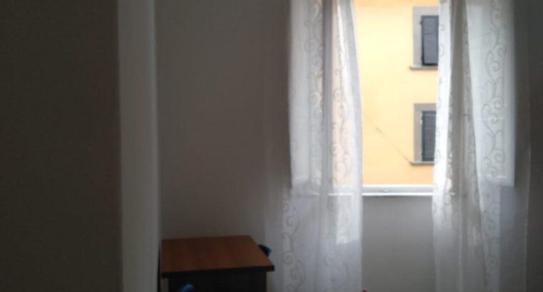Ampia e luminosa camera in centro storico