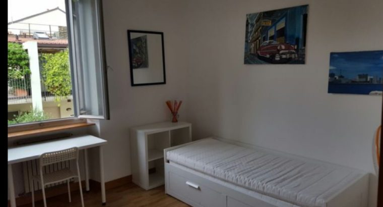 Large SINGLE ROOM in Milano city center