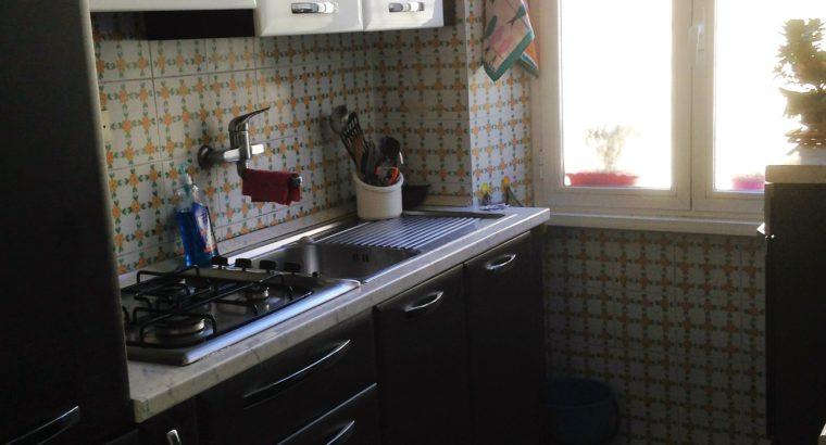 Affittasi Ampia Stanza Singola a Roma a Via dei Dauni in appartamento arredato composto da 3 camere, cucina ed 1 bagno