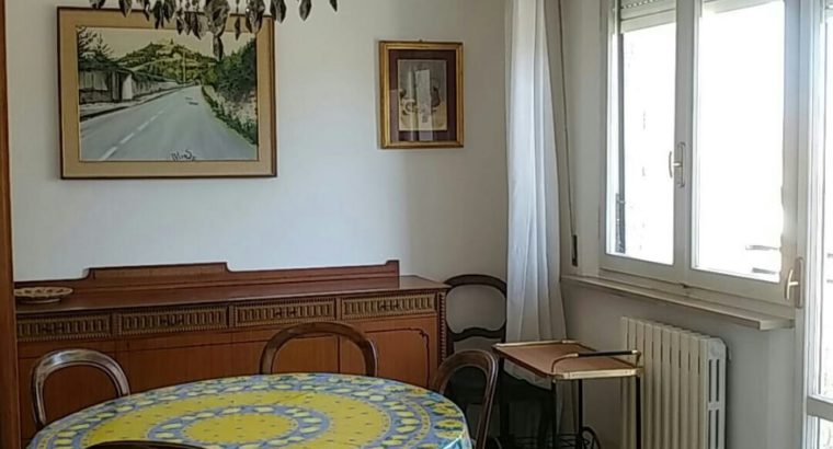 Affittasi Ancona camera a studentessa
