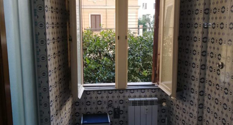 Stanza singola con letto alla francese in appartamento x studenti