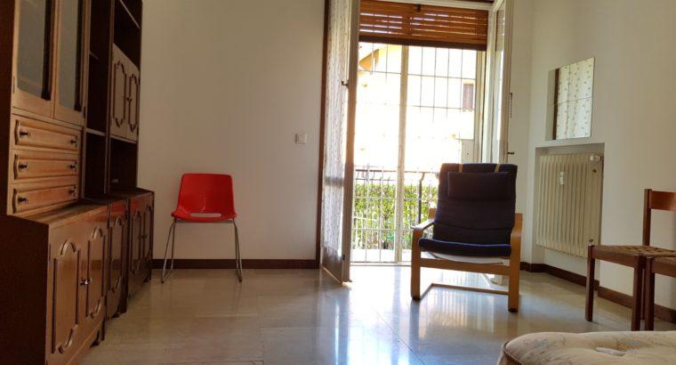 Stanze in appartamento zona ospedale civile