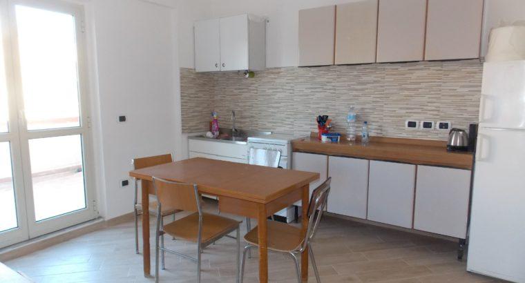 Catanzaro Via Buccarelli stanza grande con terrazzo a studentessa/lavoratrice