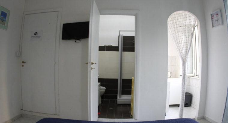 camera singola piazza carlo terzo, napoli