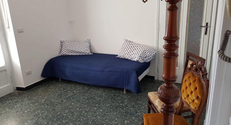 affitto appartamento ristrutturato ammobiliato a studenti composto da 2 camere da letto , cucina arredata lavanderia bagno con doccia, entrata, balcone e terrazzo 40 mq 6 e ultimo piano con ascensore