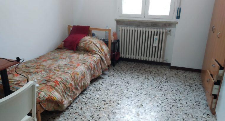 Affitto stanza per studenti/lavoratori o studentesse/lavoratrici.