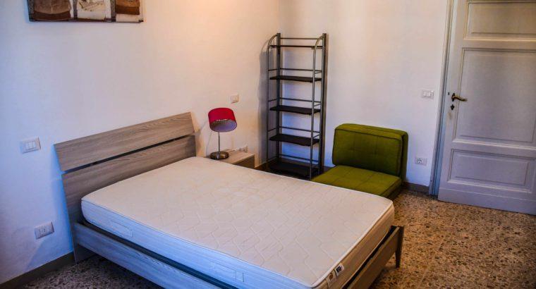 Camera singola molto ampia, per ragazza, in Viale Cavour