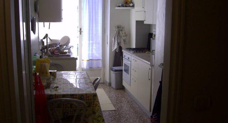 Camera singola molto ampia, per ragazza, in attico zona Niguarda