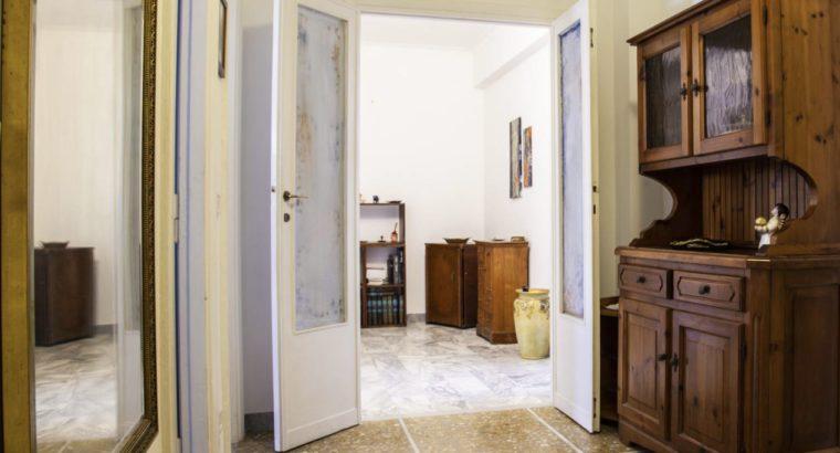 Stanza in Appartamento di 3 stanze luminoso e silenzioso in piazza Fermi Marconi vicino Università Roma Tre