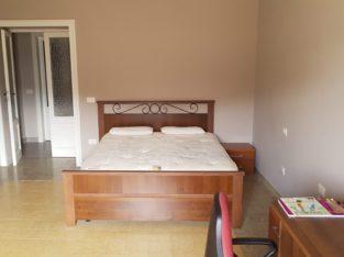 Stanza singola per ragazza in appartamento condiviso