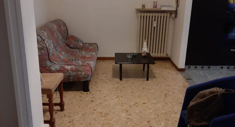 Camera In Via Dei Carpinoni per studentesse e lavoratrici