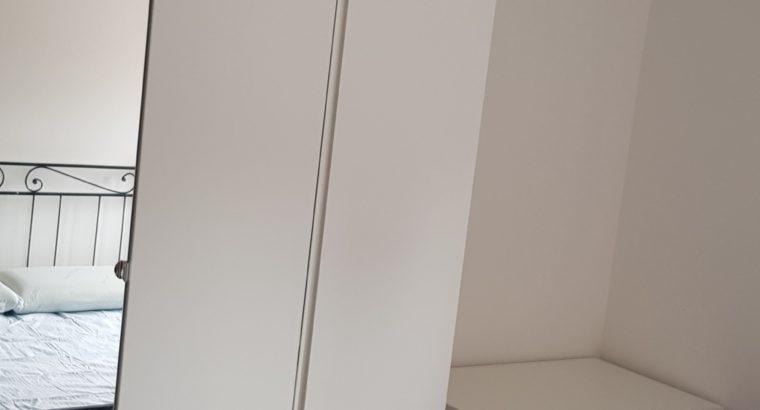 𝗔𝗙𝗙𝗜𝗧𝗧𝗢 𝗦𝗧𝗔𝗡𝗭𝗔 𝗠𝗔𝗧𝗥𝗜𝗠𝗢𝗡𝗜𝗔𝗟𝗘 ARREDATA, anche 𝘂𝘀𝗼 𝗱𝗼𝗽𝗽𝗶𝗮 – Via MINIO, al primo piano in con ascensore.