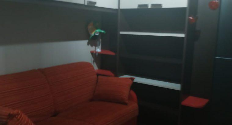 Stanza singola con posto letto singolo per studentesse e lavoratrici