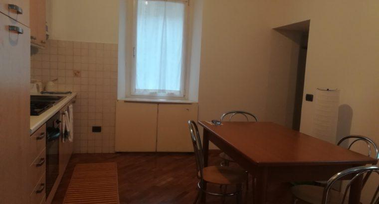 Stanza in appartamento in centro