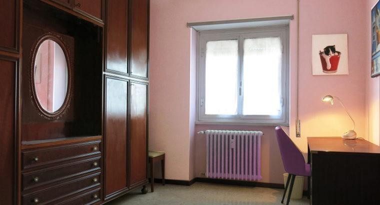 camera panoramica e confortevole per ragazza