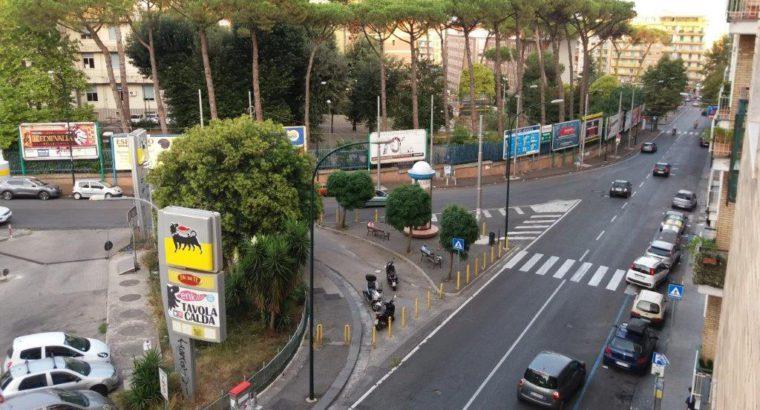Affitto Napoli Rione Alto zona ospedaliera camera ammobiliata in bilocale
