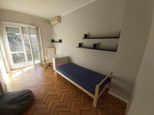 Stanza singola, con balcone, zona Bicocca – 800 m da Metro 5 – wi-fi incluso