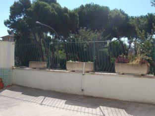Affitto Roma 2 posti letto matrimoniali in ampia doppia + 2 matrimoniali uso singole con anche divano letto per ospiti in appartamento con terrazzo