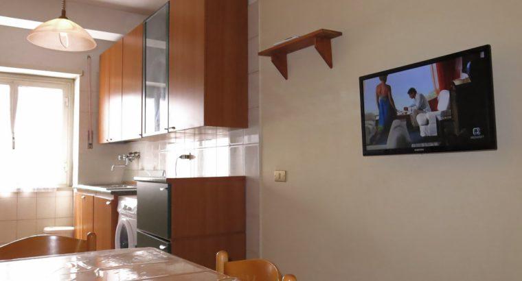 Roma Affitto singola con balcone per studentessa