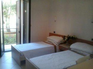 affitto camera con bagno privato e balcone, cucina condivisa zona Empoli