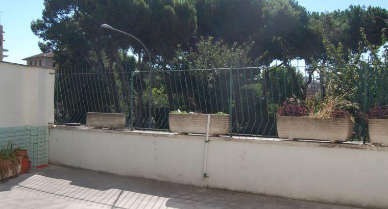 Affitto Roma villa fiorelli, un posto letto a 1 pz e 1/2 per ragazzo in ampia doppia sul parco